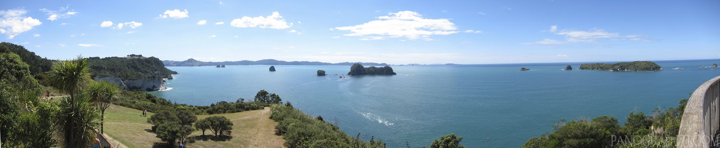 Mahurangi and Motueka Islands - Two of the larger islands located near the Cathedral Cove outside of Whitianga
