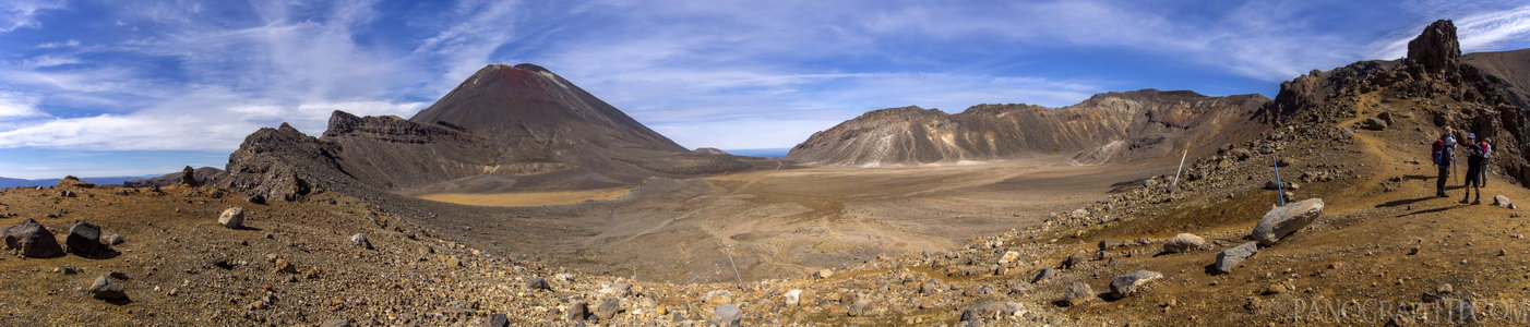 Mt Ngauruhoe and the South Crater - The South Crater from a path to Mt Tongariro