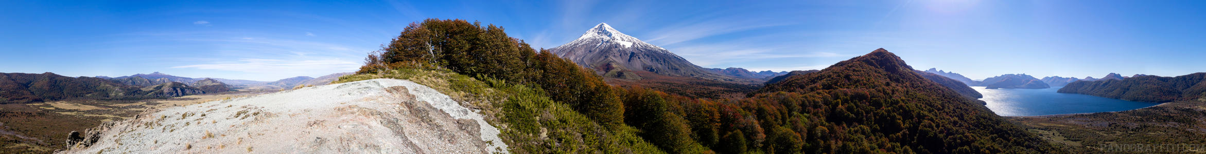 Volcano Lanin in 360 from Lago Tromen Lookout - An immersive view of the autumn forest surrounding a lookout point for volcano Lanin