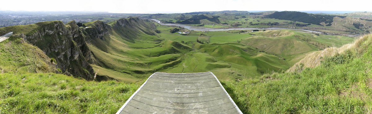 Paragliding Launch at Te Mata Lookout - Could you run off of that ledge?